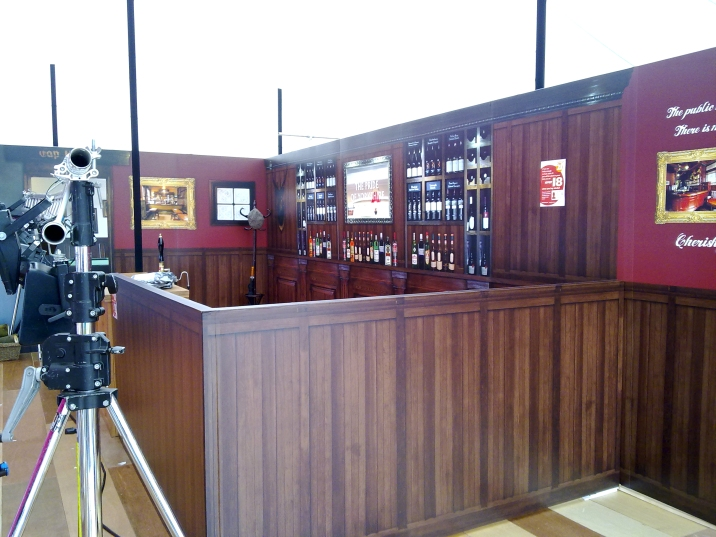 """""""Bar"""" style exhibition display"""