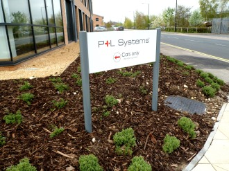 Aluminium panel and post system by Ad Bell